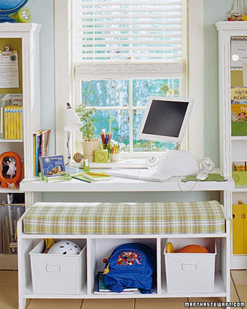 стол для девочки в детскую комнату
