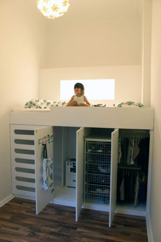 детская кроватка с игровым домиком
