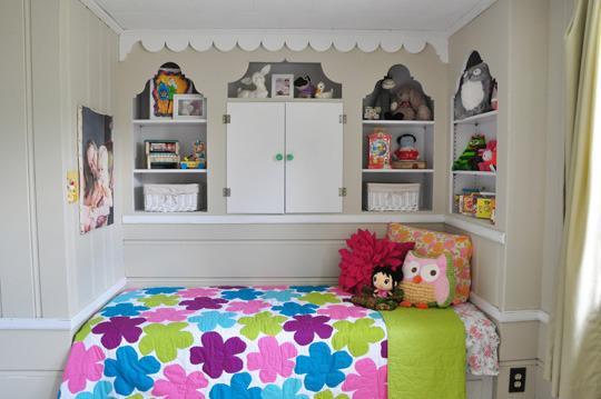 маленькая детская комната кровать