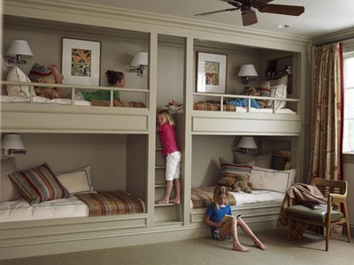 спальная комната для четверых детей