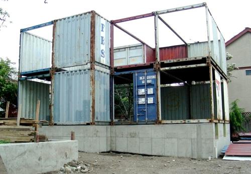 загородный коттедж из контейнеров стройка