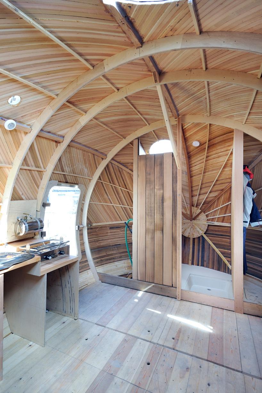 Плавучий дом в форме яйца