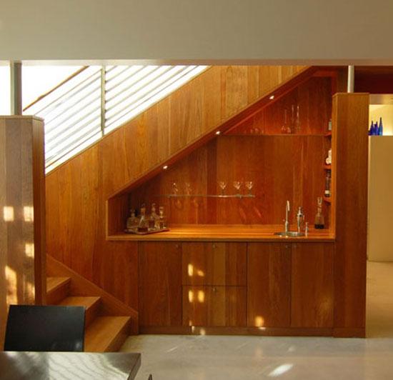 бар-кухня под лестницей