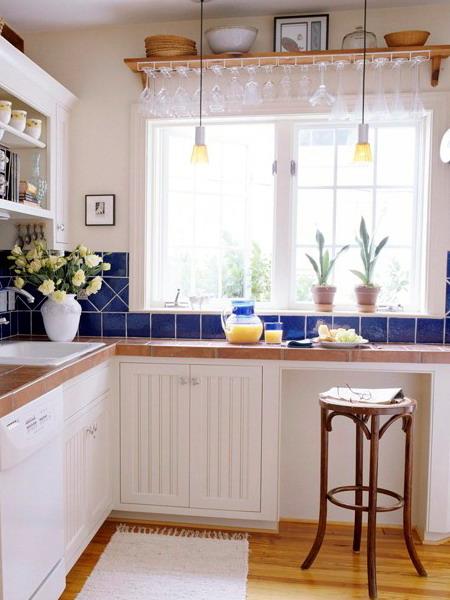 маленькая кухня стол на подоконнике