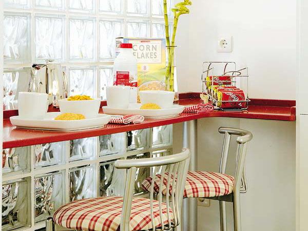 маленькая кухня и барная стойка