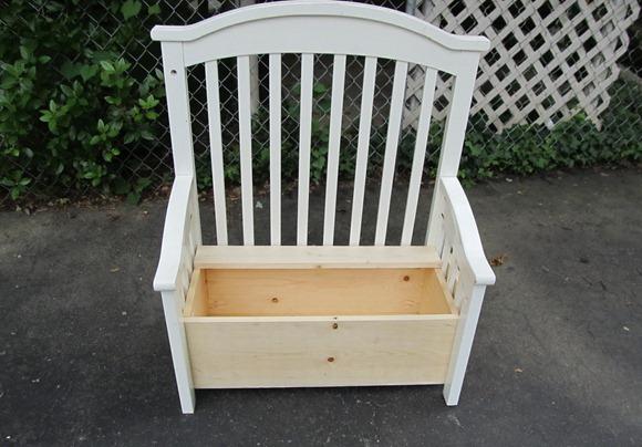 Скамейка из старых вещей своими руками