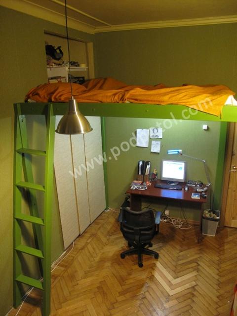 Двухъярусная кровать и стол