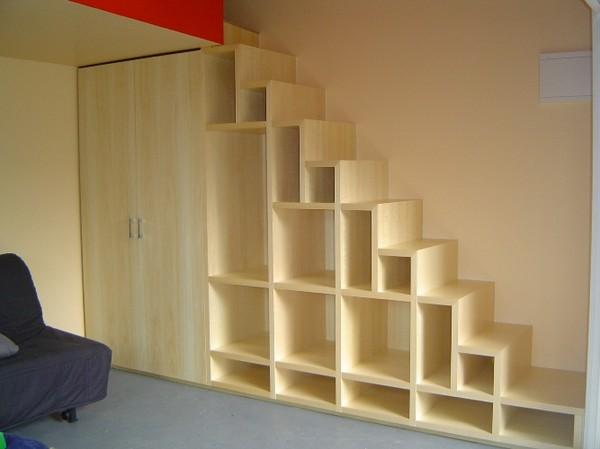 удобный шкаф под лестницей