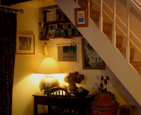 идеи для рабочей зоны под лестницей