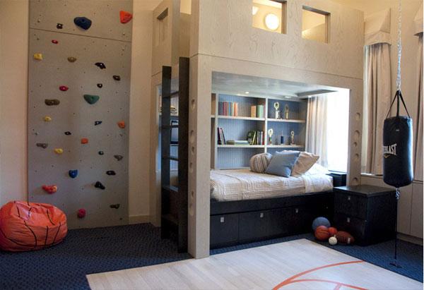 детская комната и стена для скалолаза