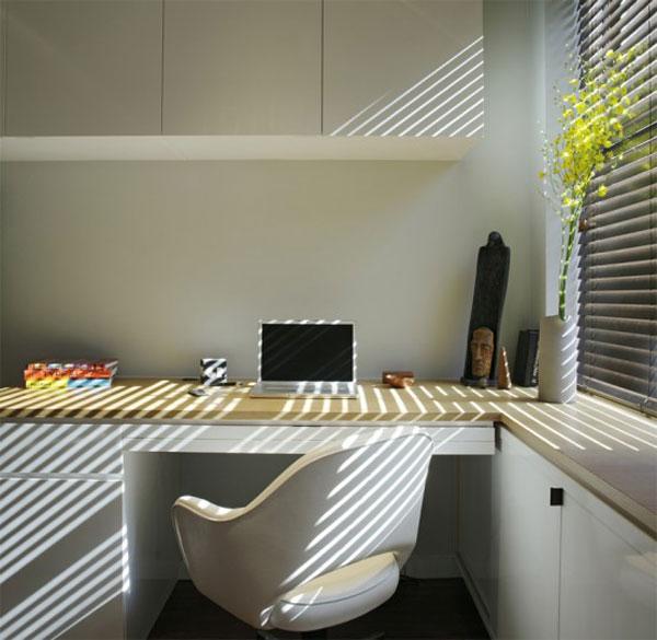 рабочее место маленькой квартиры